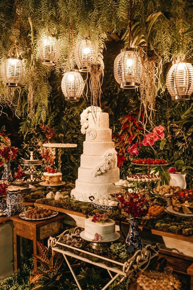 Mysig bröllopsdukning med fint ljus
