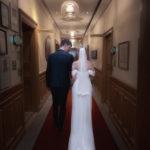 Par påväg till vigseln för sitt bröllop