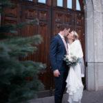 Bröllopsfotografering utanför rådhuset