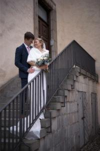Bröllopsfotografering med bruden och brudgummen innan bröllopet