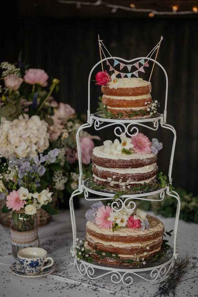 tårta och bakelser för bröllop